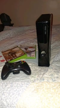 XBOX 360 WITH 2 GAMES CONTROLLER