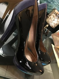 pair of women's black patent leather closed-toe pumps Quebec City, G1G 1Y8