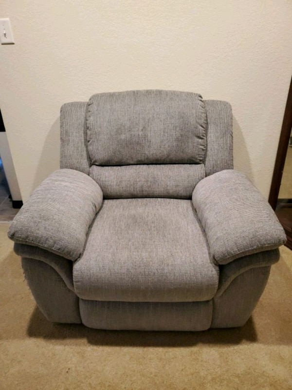 Recliner a6674886-1720-4074-ad71-9d431cb5cd66
