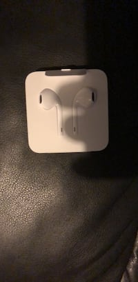 White apple earphones Baltimore, 21217