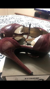 pair of brown leather open toe ankle strap heels Annandale, 22003