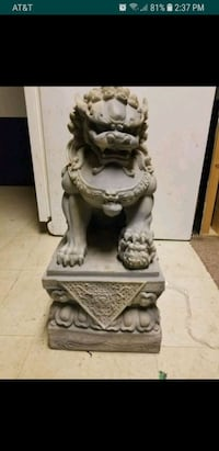 Foo Dog stand 2ft tall.  Solid. Fall River