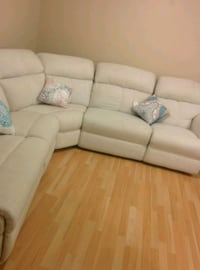 Big Sectional Couch Surrey, V3S 2A3