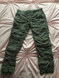 Pants size L only wore once  Woodbridge, 22193