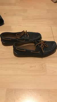 Pair of navy-blue leather boat shoes Cambridge, N3H 3W6