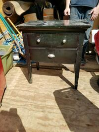 Black end table or side table dv Milwaukie, 97222
