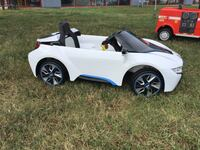 New 6v White BMW Electric Ride On By Dynacraft w/ Charger & Aux Virginia Beach, 23462