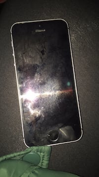 Black iPhoneSE , good condition, no broken screen everything is perfect , cash only, negotiable Hudson, 01749