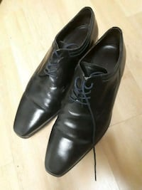 pair of black leather dress shoes 2135 km
