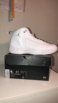 Pair of white jordan shoes with box null