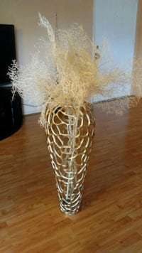 Almost brand new vase with decor from Z- galery Los Angeles, 90027