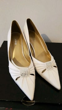 pair of white leather peep toe heels null, L3T 5X7