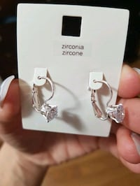 Gorgeous brand new silver earrings