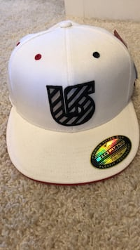 White and red Burton hat size 7 1/4 - 7 5/8