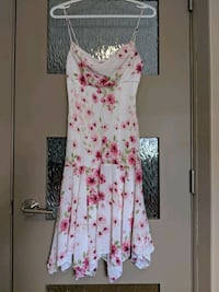 Pink and white floral dress with lining size small Calgary, T2E 0B4