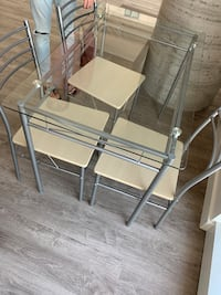 Dining table with 4 chairs and table mats