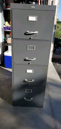 Filing cabinet. 4 drawer with two keys for locking