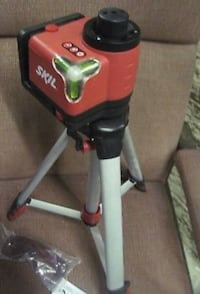 Skill laser level with carrying case and glasses  1455 mi