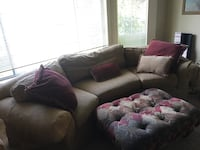 Couch with two matching chairs and ottoman Windsor, 95492