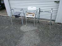 Im selling a comoda,bath seat nd a walker Jacksonville, 62650
