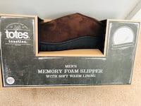New totes Toasties Mens Memory Foam Slippers size M 8-9 (pick up only) Alexandria, 22310