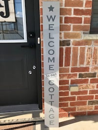 Welcome to our Cottage Vertical Wooden Sign Essa, L0M