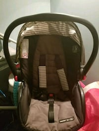 Graco baby car seat with base Edmonton, T6H 2C1