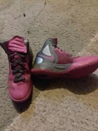 pair of pink-and-black Nike basketball shoes Cheyenne, 82001