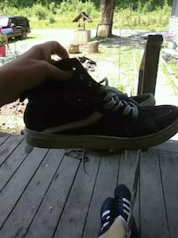 unpaired black Nike running shoe South Point, 45680
