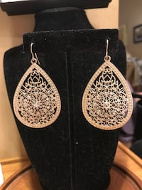 Gorgeous!! Silver Diamond Crystal Earrings Gainesville, 20155