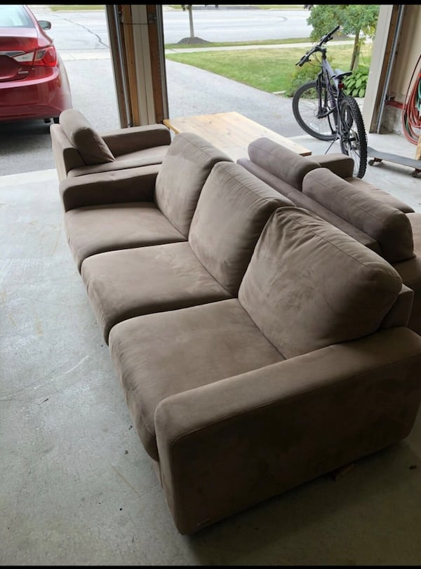 BEIGE COUCH 3 PIECE SET - GOOD CONDITION- ????FREE DELIVERY TODAY ONLY???? 3ea18f2d-590b-4320-abbb-5012b3a741da