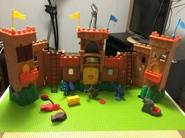 Imaginext Castle Play Set by Fisher-Price
