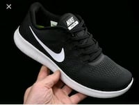 unpaired black and white Nike low-top sneaker Windsor, N9B