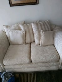 Love seat  Silver Spring, 20904