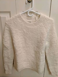 Aritzia sweater Richmond, V6Y