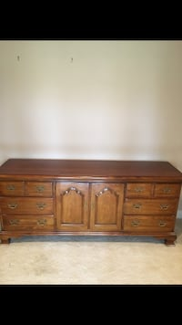Brown wooden dresser in great shape very nice piece Marshall, 20117