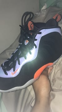 unpaired black and purple Nike Foamposite Capitol Heights, 20743