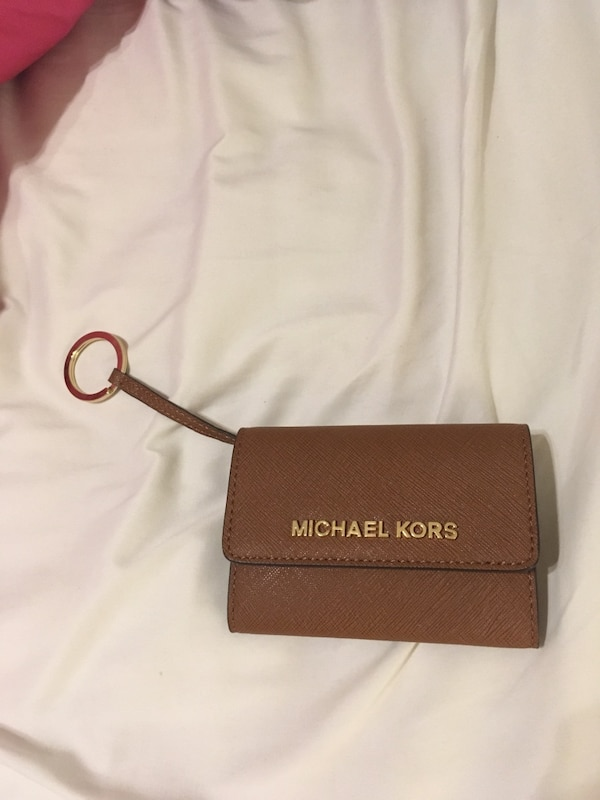 846099130171e7 Used Michael Kors Coin Purse wallet (NEVER USED) for sale in Hempstead -  letgo