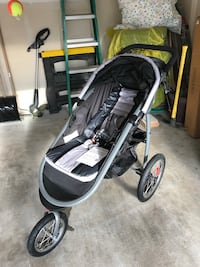 baby's black and gray jogging stroller Kent, 98031