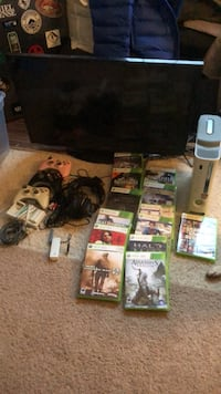 Xbox 360 15 GB and 32 in Samsung Smart TV Fairfax, 22030