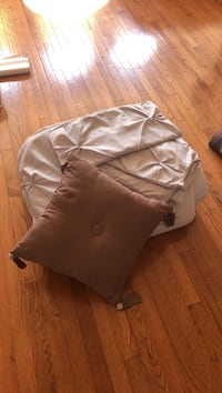 King size comforter and 2 shams and pillow Ashburn, 20147