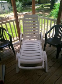 2 brown and one white patio chair Columbus, 31907