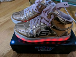Sketchers Energy Lights Kids sneakers, size 4, Rose Gold.