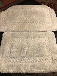 Set of high quality bathroom rugs ( pick up only)