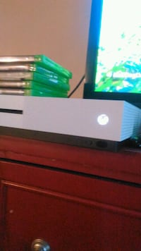 Selling or trading xbox one s 500gb Calgary, T2Z