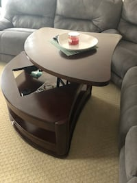 Brown wooden lift-up coffee table Lorton, 22079