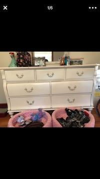 White dresser and matching nightstand vintage. Pick up only. Some/light wear Fair Lawn, 07410