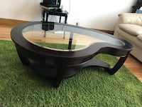 round brown wooden framed glass top coffee table Montréal, H3M 1J3