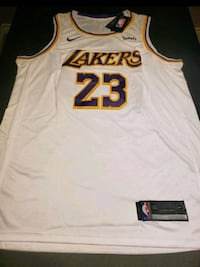 LeBron James White Lakers Jersey Large Grimsby, L3M