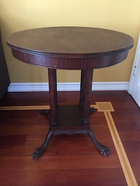 Antique Hall wood table with fluted legs and paws feet. Mississauga, L5J